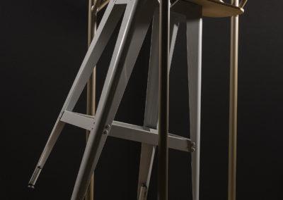 Le siège design ECCE permet l'appui sur table